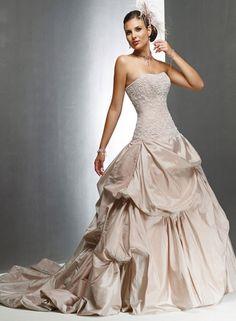 Cremefarbene Hochzeitskleider: Duchesse-Kleid