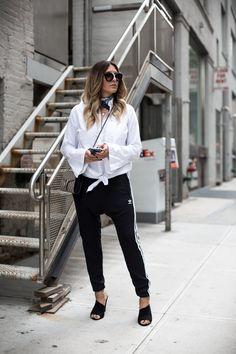 Sandra of black-palms.com in New York zur Fashionweek, trägt Adidas Joggingpants. Der komplette Look auf dem Blog.