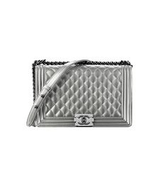 Trendy Women's Purses : This bag is a simple and classic design done with a fashion edge. It really adds life to a minimal look. // Boy Flap Bag by Chanel Embellished Purses, Embroidered Bag, Fashion Handbags, Fashion Bags, Women's Fashion, Chanel Official Website, Mk Purse, Chanel Boy Bag, Chanel Bags
