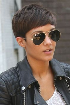Frankie Sandford hair: The side-swept crop