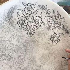 """479 Beğenme, 9 Yorum - Instagram'da Lalenaz Çini Ve Seramik (@nazli_pinar_yerin): """"#çini#klasikçini#penç#tahrir#çinitabak"""" Islamic Tiles, Islamic Art, Texture Drawing, Indian Folk Art, Turkish Tiles, Embroidery Motifs, Tile Art, Pattern Art, Quilting Designs"""