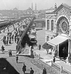 Galata Bridge Karaköy pillar, on the right Aziziye Police Station. Old Pictures, Old Photos, Istanbul Pictures, Turkey History, History Of Photography, World View, Historical Architecture, Ottoman Empire, Historical Pictures