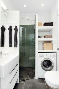 Petite Salle de Bain : 44 PHOTOS (Idées & Inspirations) Corner shower with vanity on one side & washer/dryer/linen closet on other side.