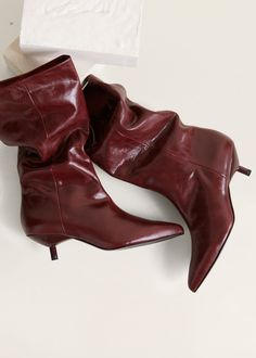 Zipper leather boots - f foBoots and ankle boots Woman Retro Chic, Shiny Boots, Crocs Boots, Spring Work Outfits, Metallic Bag, Fashion Boots, Leather Boots, Kitten Heels, Ankle Boots