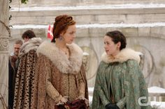 "Reign -- ""Clans"" -- Image Number: RE316a_0085.jpg -- Pictured (L-R): Rachel Skarsten as Queen Elizabeth I and Anna Popplewell as Lola -- Photo: Ben Mark Holzberg/The CW -- © 2016 The CW Network, LLC. All rights reserved."