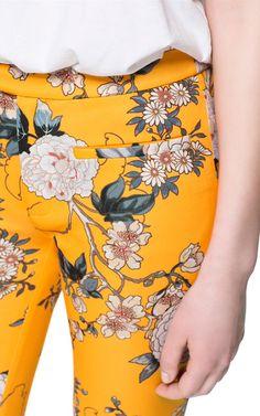 FLORAL PRINT TROUSERS - Woman - New this week - ZARA United Kingdom Pop Fashion, Fashion Prints, Girl Fashion, Cute Floral Dresses, Floral Pants, Zara, Trousers Women, Pants For Women, Printed Trousers