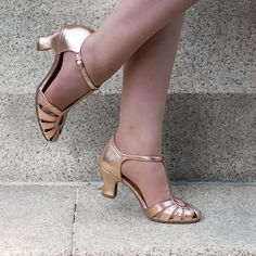 Rose gold art deco sandals by @royalvinshoes #vintageshoes