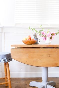Rustic Refinished Farmhouse Table Makeover by This Mama's Dance – DIY Furnit… - Diy Table Models 2019 Farmhouse Table, Rustic Farmhouse, Restored Farmhouse, Rustic Table, Furniture Makeover, Diy Furniture, Refinished Table, Drop Leaf Table, Diy Table