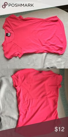 Nike dry fit shirt Pink Nike shirt, very good condition Nike Tops Tees - Short Sleeve