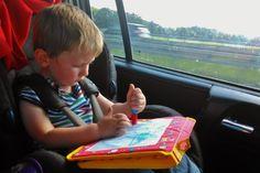 Vergeet de beeldschermen; zelfs 14 uur onderweg naar Italië in een stuk zijn prima te doen met dit speelgoed voor in de auto!