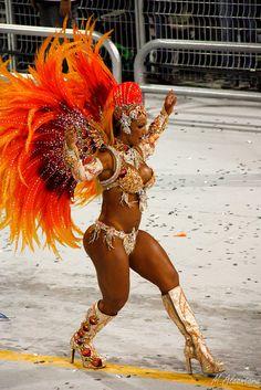 Samba dancer Rainha da Bateria - Valeska Popozuda by Marcelo Alcantara, via Flickr