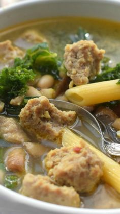 Sausage and Kale Soup ~ Packed with protein and veggies, this one pot wonder is done in under 30 minutes and loved by even my picky eaters! Chicken Kale Soup, Sausage And Kale Soup, Chicken Soup Recipes, Chicken Sausage, Best Soup Recipes, Easy Recipes, Healthy Eating, Healthy Soups, Clean Eating