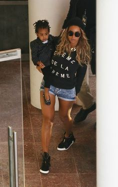 Beyonce-Blue-Ivy-Melbourne-Australia-Creme-de-la-Creme-Sweatshirt-2