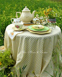 Aiken House & Gardens: Sunshine Yellow Afternoon Tea