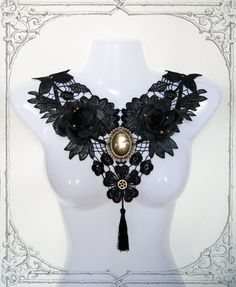 Handmade gothic necklace made of venetian lace, artificial roses and metal. Tied in the neck with an adjustable satin ribbon.