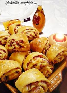 Hungarian Recipes, Best Food Ever, Pretzel Bites, Cheesesteak, Meat Recipes, Food Porn, Bread, Snacks, Baking
