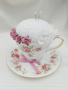 Tea Cup Crafts 'Garden Party' Vintage Tea Cup and Saucer Pin Cushion Hobbies And Crafts, Crafts To Sell, Diy And Crafts, Shabby Chic Crafts, Vintage Crafts, Cup And Saucer Crafts, Floating Tea Cup, Vintage Cups, Vintage Tea