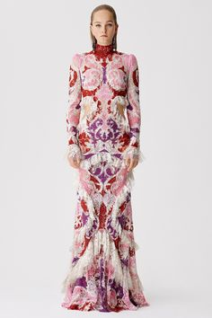 Alexander McQueen Resort 2017 Fashion Show
