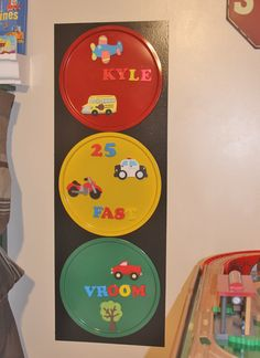 magnetic traffic light w pizza pans!