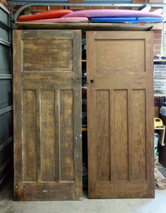 Guest, Elizabeth Crowe - DIY extraordinaire, shows us how to become an expert STRIPPER . of paint, of course! How to Strip Paint - such an easy trick! Old Wood Doors, Wood Front Doors, Painted Front Doors, Antique Doors, Vintage Doors, Stripping Paint From Wood, Door Stripping, Primitive Furniture, Rustic Furniture