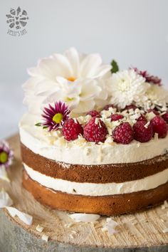 Berry cake with white chocolate frosting - soft, moist and absolutely delicious