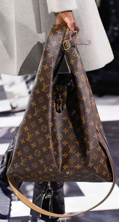 Louis Vuitton OH GOOD LORD!!!!! Now THIS is beautiful!!!!!!