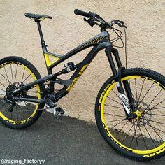 Sweet black YT Capra of @mathispaulet  #downhill #mtb #bikeporn…