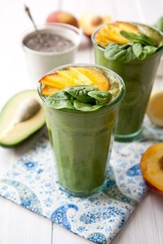 Peach and lemon smoothie recipe - fresh breakfast smoothie packed with flavor and nutritional goodness made from peach, lemon juice, spinach, banana, avocado, chia seeds