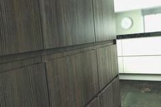 Handle-less kitchen doors