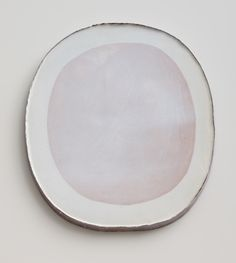 Nina Malterud / Dish, ca 27x31cm. Earthenware, slips and glazes. Photo: Øystein Klakegg