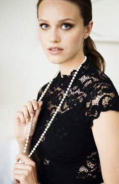 Long Pearl Layering Necklace Girl Fashion, Womens Fashion, Fashion Design, Girl Style, My Style, Fade To Black, Fall Weather, Beauty Review, Senior Girls