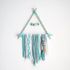 Diy Home Crafts, Craft Stick Crafts, Yarn Crafts, Arts And Crafts, Yarn Wall Art, Diy Wall Art, Macrame Wall Hanging Diy, Idee Diy, Macrame Projects