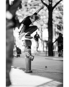 """Vague Mag (@vagueskatemag) sur Instagram: """"Mighty zoldier #JustinBiddle with a finessed kickflip for @joelpeck's lens. Published in the second…"""""""