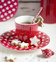 ~Christmas in Red & White~ Christmas Coffee, Christmas Drinks, Noel Christmas, Christmas Morning, Christmas Cookies, Coffee Break, My Coffee, Coffee Time, Café Chocolate