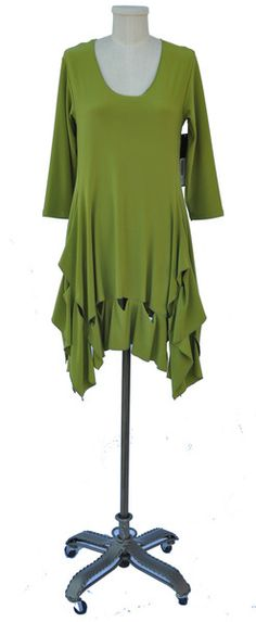 Keyhole tunic looks great on everyone!!! Available in all Sympli colors.  Please call us to special order!!!