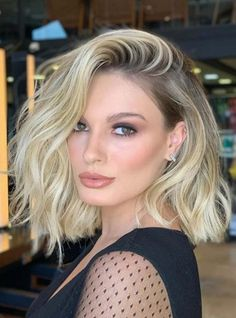 Fantastic Medium Length Blonde Haircuts for Women in 2020 Medium Length Blonde, Medium Length Hair Cuts With Layers, Medium Hair Cuts, Medium Hair Styles, Short Hair Styles, Short Blonde Haircuts, Medium Layered Haircuts, Haircut Medium, Up Dos