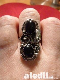 Pierścionek srebrny, dość sporych rozmiarów. Wyrób ręczny, robiony przez miejscowych artystów. #pierścionek #srebrny