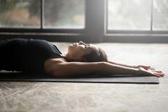 疲労回復には背中の筋肉をゆるめるのがコツ! 竹田純さんの「背中バレックス」 | 運動・からだ | ニュース | ダイエット、運動、健康のことならFYTTE | フィッテ