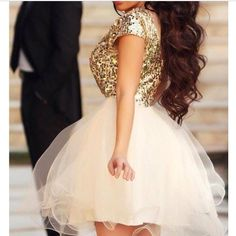 Sooo cute! For homecoming or winter formal. ❤️