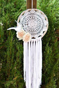 Atrapasueños Shabby Chic Peonías Crochet. por handANAhada en Etsy