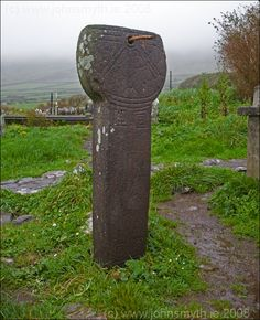 Ancient sundial on Dingle peninsula, Kerry, Ireland . Not very effective sun dial if it is ! Love Ireland, Ireland Travel, Ancient Ruins, Ancient Artifacts, Irish Roots, Irish Blessing, Irish Eyes, Sundial, Emerald Isle