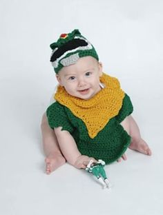 Nostalgic and awesome green ranger power ranger crochet outfit. Very cool photo prop or Halloween costume. 6-9 months $20