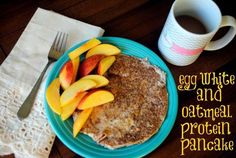 Egg White and Oatmeal Protein Pancake. It only takes four minutes to go from bowl to your belly, and this egg white and oatmeal protein pancake is delicious, Egg White Oatmeal, Oatmeal And Eggs, The Oatmeal, Egg White Pancakes, Pancakes Easy, Pancakes And Waffles, Healthy Breakfast Options, Breakfast Recipes, Snack Recipes