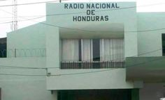 Desconocidos armados dispararon desde un vehículo en marcha contra el edificio de la Radio Nacional de Honduras, sin que se registraran daños a personas, informó hoy una fuente oficial en Tegucigal...