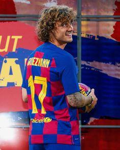 """FC Barcelona en Instagram: """"🤩 @AntoGriezmann is 🔵🔴 🤩 Ya viste de 🔵🔴 🤩 Ja vesteix de 🔵🔴 🙌 #GR1E7MANN"""""""