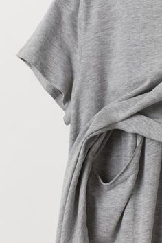 Pajamas with a short-sleeved top and pants in soft organic cotton jersey. Top with unique nursing feature, designed in a double layer to help retain warmth Maternity Nursing Pajamas, Breastfeeding Clothes, H&m Gifts, Fashion Company, Personal Style, Organic Cotton, Lady, Nursing Tops