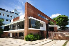 Galería de Edificio Administrativo Grupo Banas / Daniel Pons - 1