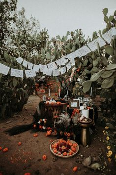 Hollywood Discover Get Spooky with This Dia De Los Muertos Wedding That Celebrates the Couples Mexican Heritage Happy Halloween, Halloween Inspo, Spooky Halloween, Halloween Themes, Halloween Decorations, Halloween Party, Halloween Cakes, Halloween Weddings, Michael Myers