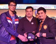 Neeraj Shridhar- Popular Bollywood Singer and writer being honoured by Dr. Anshu Kataria,Chairman, Aryans Group after his humming performance during 1st day Musical Night of Chandigarh Carnival organised by Chandigarh Tourism & Aryans Group of Colleges, Chandigarh.