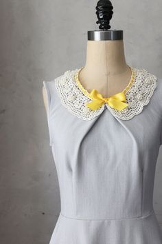 PRIM IN GRAY - Soft dove gray vintage inspired dress with lace bib necklace // mustard yellow ribbon // bridesmaids // full flared skirt op Etsy, 50,60€